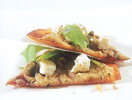 פיצה טורטייה עם חצילים קלויים, פטה, זיתים ורוקט