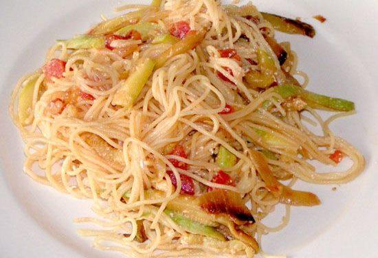 ספגטיני ברוטב קישואים ועגבניות