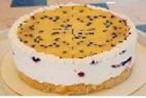 עוגת גבינה ופטסיפלורה על בסיס פרורי עוגיות חמאה