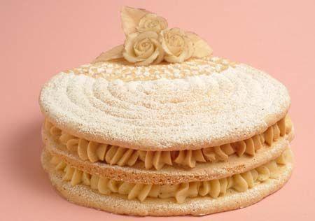 """עוגת מרנג במילוי קרם ערמונים """"טירול"""" של הנס ברטלה"""