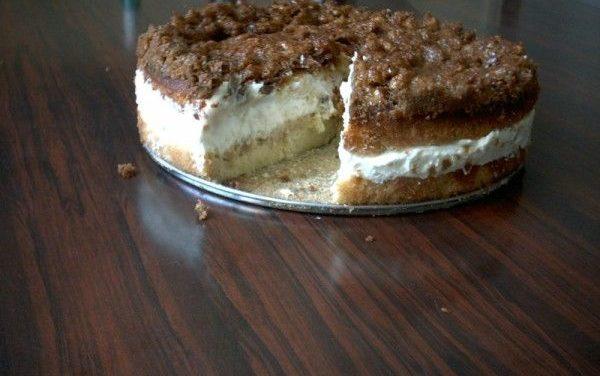 """עוגת """"עקיצת הדבורה"""" טורט ממולא קרם בציפוי בצק ושקדים"""