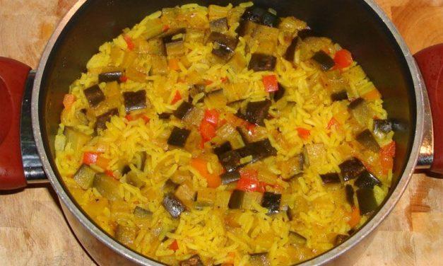 אורז צהוב בחצילים וגזר
