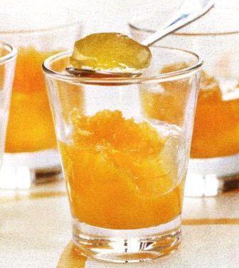 גביעי ג'לי מוסקט-תפוז וקצפת