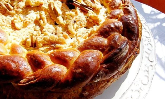 עוגת פאי תפוחים בדבש חגיגית ומשגעת לראש השנה